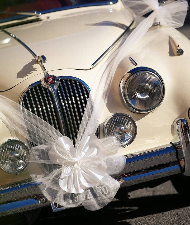 Wynajem samochodu na ślub – o czym pamiętać?